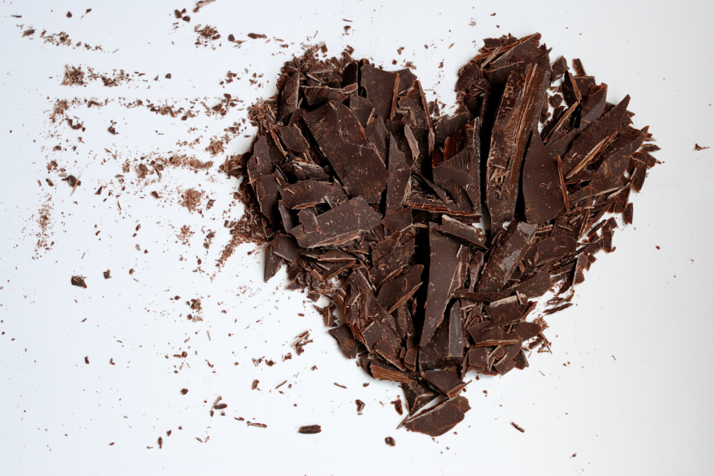 CHOCOLATE SHAVINGS IN FORM OF HEART